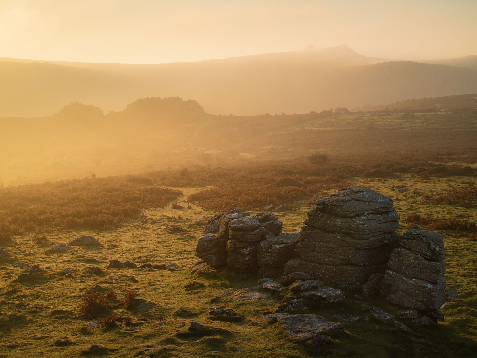 From Houndtor - this lemon yellow moment was once again short lived as the light changed colour rapidly
