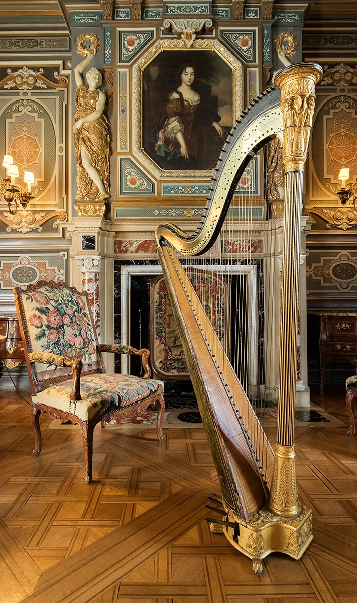 What a fabulous harp and setting - I often shoot vertical 16:9 panoramas with the EOS M3